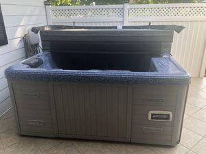 $2,000 - Hot Tub For Sale (you haul) for Sale in Viroqua, WI