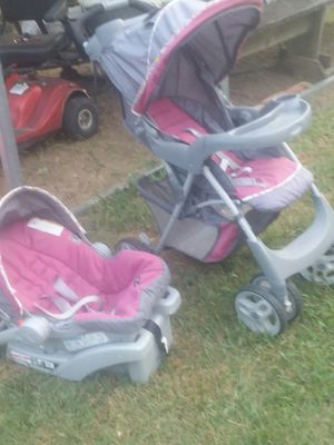 Nice graco quick connect stroller and carseat with base for Sale in Haltom City, TX