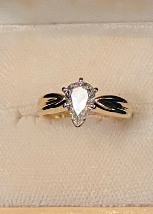 "1.11 ct Pear Shaped Diamond Solitaire ""Tiffany"" Style Ring w Certified Jewelers Appraisal $4,995 for Sale in Elk Grove, CA"