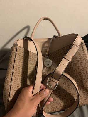 Guess Los Angeles hand bag or over shoulder attachment for Sale in Los Angeles, CA