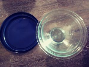 Pyrex 2.5 qt and 1.5 qt glass bowls with lids for Sale in Cupertino, CA