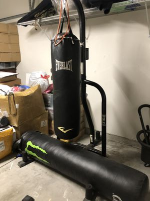 Everlast 100lb w/stand punching bag for Sale in Artesia, CA
