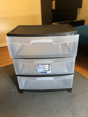Plastic bin storage unit with 3 drawers and wheels for Sale in Tallahassee, FL
