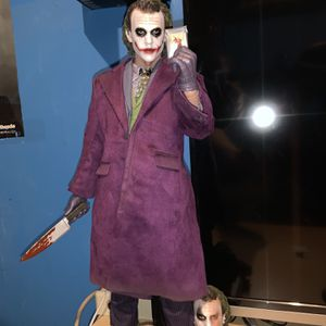 HOT TOYS 1/4 Joker (exclusive ) for Sale in Whittier, CA
