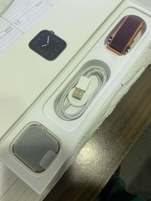 Apple Watch SE. Gold case 44 mm. Cellular for Sale in Stockton, CA