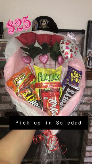 Candy and floral bouquet for Sale in Soledad, CA