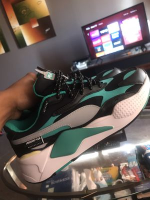 Limited edition Pumas - Sponsored by Mercedez Bendz for Sale in Detroit, MI