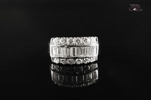 Women's Emerald & Round Diamond Ring for Sale in Chicago, IL