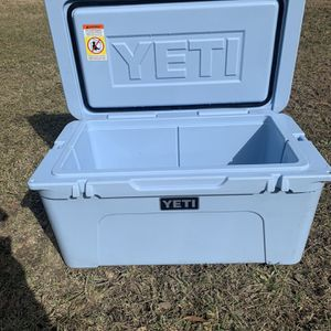 Yeti 65 Ice Blue Cooler for Sale in Baytown, TX