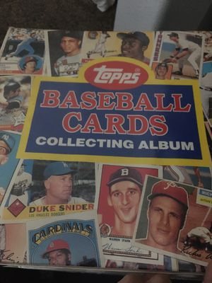 Hundreds and hundreds of baseball cards collectors items for Sale in Phelan, CA
