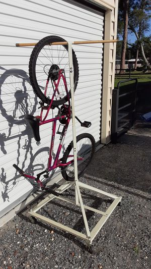 Bike rack holds 4 bikes Spacesaver for Sale in Ruskin, FL