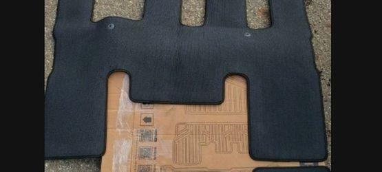 KIA NEW SEDONA 8 Passengers Floor Mat for Sale in Stow,  OH
