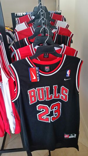 XL JORDAN BULLS NBA THROWBACK BASKETBALL JERSEY for Sale in Wilton Manors, FL