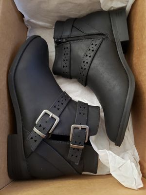 *BRAND NEW* $50 FIRM! WOMEN'S SIZE 8.5, READY FOR XMAS FOR HER. ROCKET DOG BLACK ANKLE BOOTS, NEVER TRIED ON OR WORN. for Sale in Cuyahoga Falls, OH