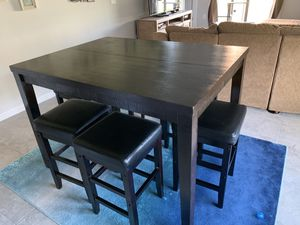 Dining room table with 6 bar stools for Sale in Wimauma, FL