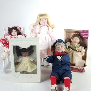 Lot of 5 Collectible Dolls (1022511) for Sale in South San Francisco, CA