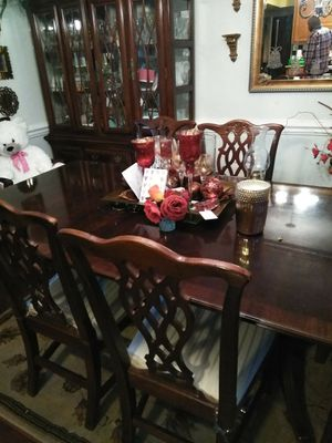 Dining room table and China cabinet. Great condition for Sale in Hampton, VA