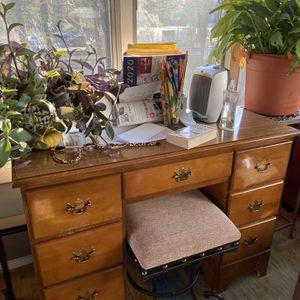 6 Drawer Desk for Sale in Springfield, VA