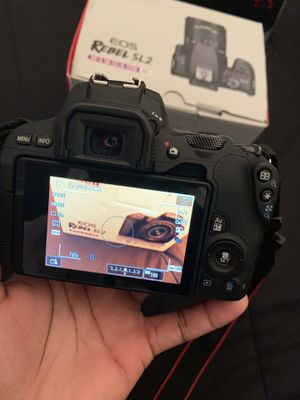 Canon EOS Reble SL 2 ( CASH ONLY !!! ) for Sale in Hillcrest Heights, MD