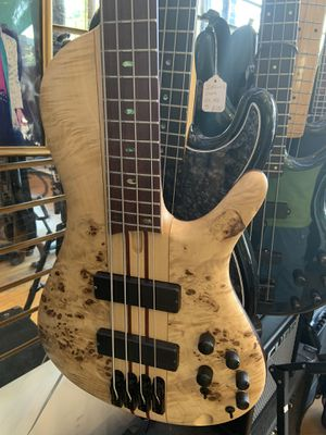 Ibanez SRSC 800 bass guitar with original case for Sale in Chicago, IL