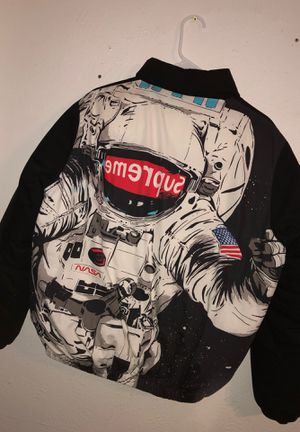 supreme jacket (authentic) for Sale in Carrollton, TX