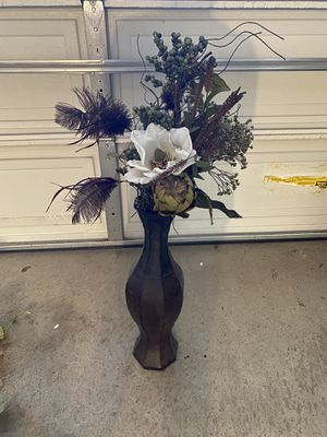 Vase with silk flowers for Sale in Yorba Linda, CA