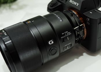 Sony 90mm 2.8 Macro Like New for Sale in Hollywood,  FL
