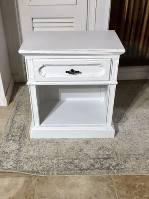 Single Nightstand/Side Table Solid Wood for Sale in Richmond, VA