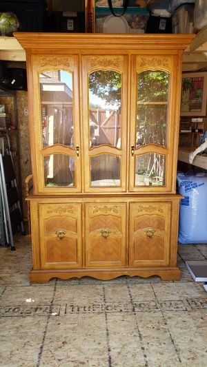 China Hutch with glass shelves for Sale in Carrollton, TX