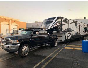 2016 grand design momentum 5th wheel trailer for Sale in Hialeah, FL