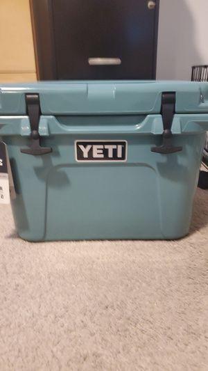 Yeti Roadie 20 cooler for Sale in Lutz, FL