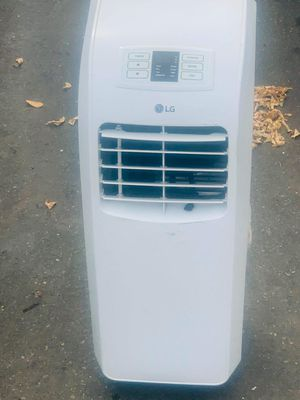 Humidifier and a/c by lg for Sale in Seattle, WA