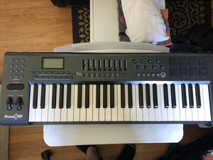 M-Audio Axiom 49. It is a 49 key semi-weighted USB MIDI controller - drum pads - in excellent shape for Sale in San Mateo, CA