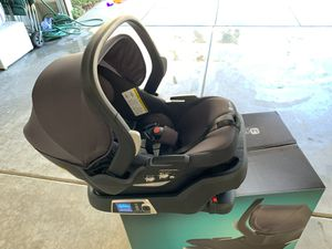 4moms self-installing car seat for Sale in Irvine, CA
