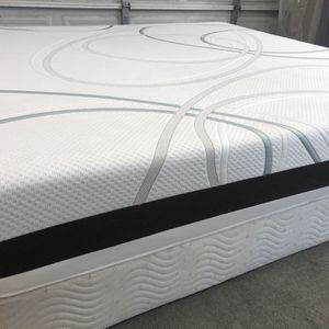 Memory Foam King Size Mattress With Box Spring for Sale in Aurora, CO