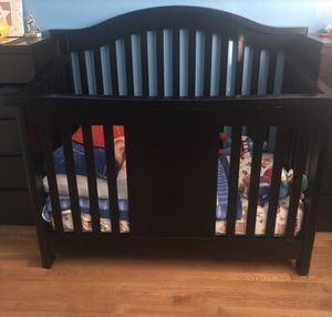 Baby Appleseed® Stratford 4-in-1 Convertible Crib in Espresso with Mattress - Excellent Condition for Sale in East Rutherford, NJ
