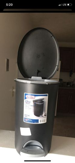 New dust bin for Sale in Parma,  OH