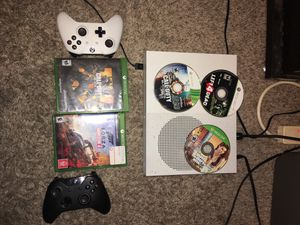 Xbox one s 1 TB (Bundle) for Sale in Houston, TX