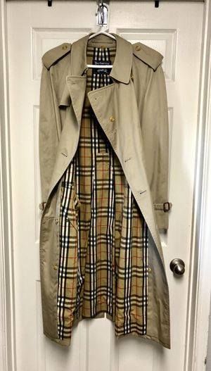 Burberry Mens Trench Coat / Raincoat for Sale in Irving, TX