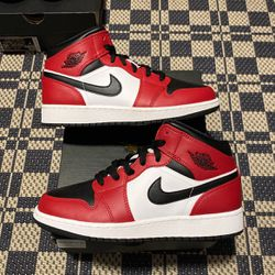 Air Jordan 1 Mid GS Chicago Black Toe Size 4.5,5,6.5,7 100% Authentic 100% Brand New for Sale in Philadelphia,  PA