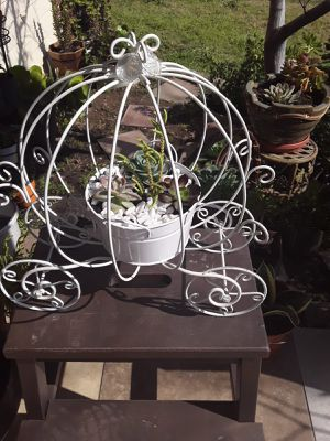 Succulents planter for Sale in Tulare, CA