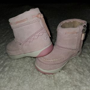 New Baby Toddler UGG BOOTS 6 for Sale in Scottsdale, AZ