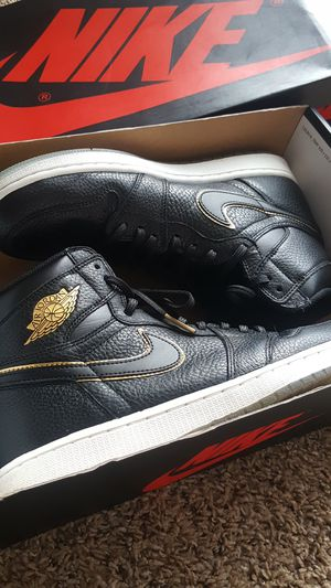 Air Jordan 1 Retro High OG Size 10.5 Black/Metallic Gold for Sale in Columbus, OH