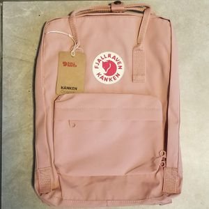BRAND NEW PINK FJALLRAVEN KANKEN BACKPACK CLASSIC 16L WITH TAGS for Sale in Los Angeles, CA