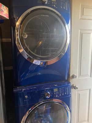 Cobalt blue matching washer n dryer (electric) $650 for Sale in Fresno, CA
