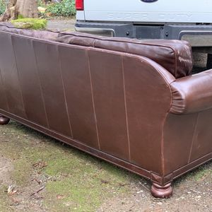 Delaminated Leather Couch for Sale in Lakewood, WA