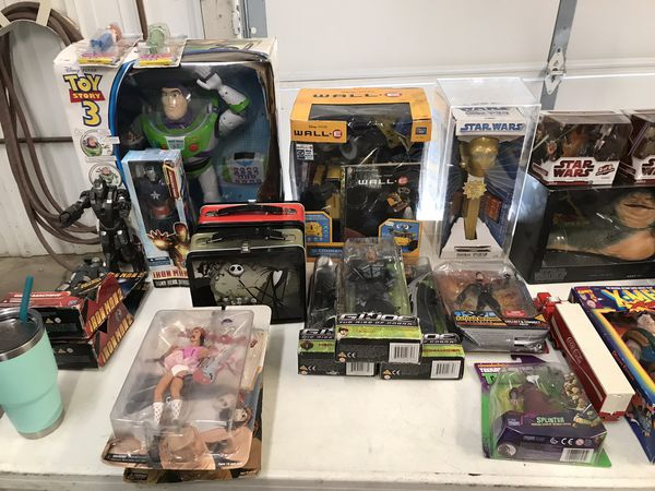 Toy/ figures lot