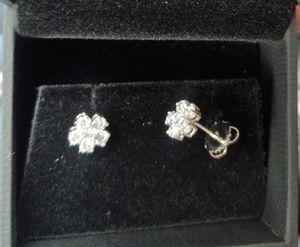Total 0.94 carat real 12 (6 in each earring) Diamonds & 18K pure white gold earrings w estimate from insurance co for Sale in Burbank, CA