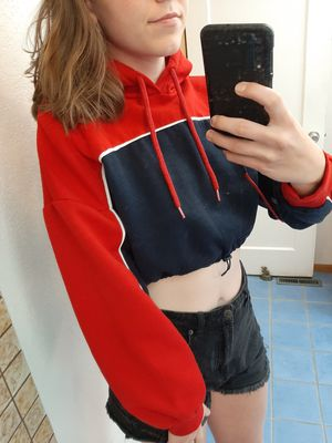 Navy/Red Cropped Hoodie Barely Worn (M) for Sale in Wenatchee, WA