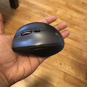 Logitech Wireless Mouse with receiver for Sale in Chicago, IL